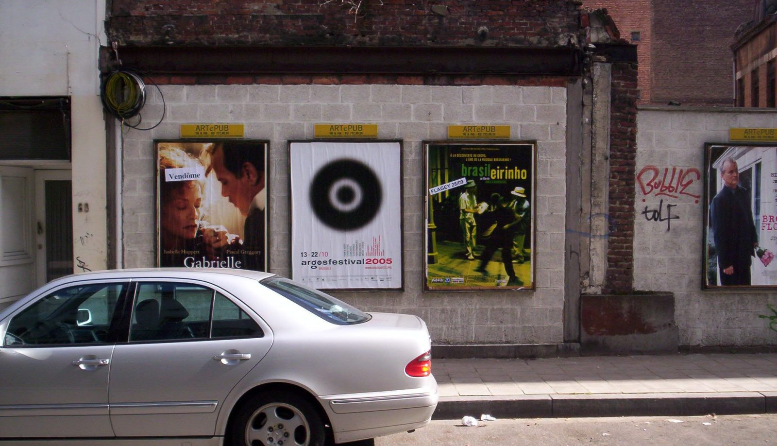 Street view of the argosfestival 2005 poster campaign for (13 –  22 October 2005).